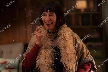 Amanda Plummer as Louise