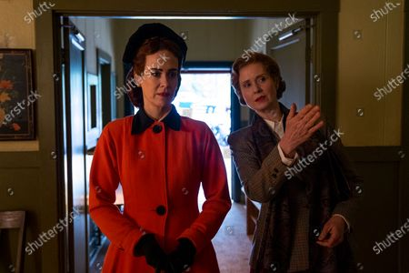 Sarah Paulson as Nurse Mildred Ratched and Cynthia Nixon as Gwendolyn Briggs