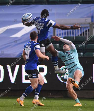 Semesa Rokoduguni of Bath catches the high kick under pressure from Jonny May of Gloucester; Recreation Ground, Bath, Somerset, England; English Premiership Rugby, Bath versus Gloucester.