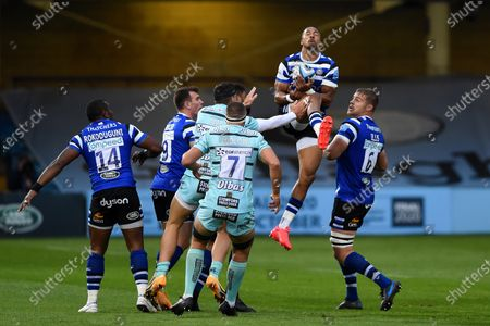 Anthony Watson of Bath Rugby claims the ball in the air