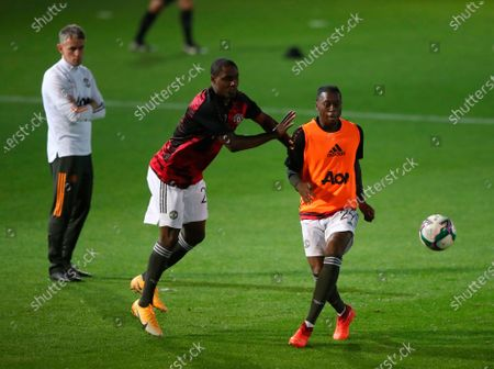 Manchester United's Odion Ighalo (L) and Aaron Wan-Bissaka (R) in action during the warm-up ahead of the English Carabao Cup third round match between Luton Town and Manchester United in Luton, Britain, 22 September 2020.