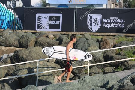 Leonardo Fioravanti of Italy competing at the World Surf League 2020 French Rendez-Vous at Chambre d'Amour