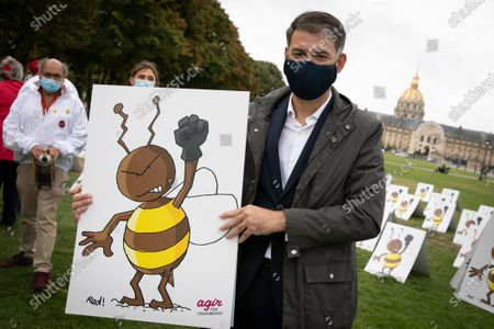 Stock Image of Olivier Faure. Neonicotinoides, collective action on the Esplanade des Invalides. While the Economic Affairs committee will debate the bill re-authorizing neonicotinoid insecticides, a dozen associations and unions are organizing the first demonstration bringing together 577 panels representing a bee with a raised fist.