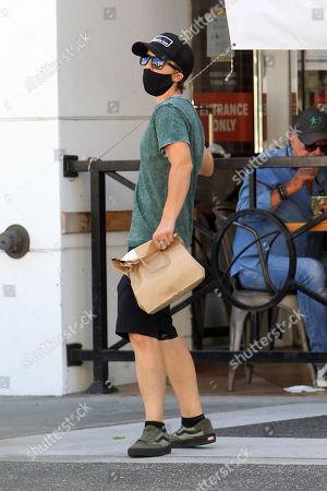 Frankie Muniz grabs some lunch