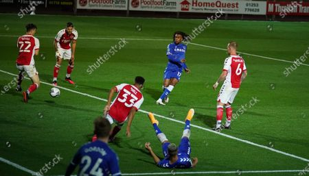Alex Iwobi of Everton (C) scores his team's third goal during the English Carabao Cup third round match between Fleetwood Town and Everton in Fleetwood, Britain, 23 September 2020.