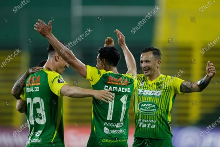 Fernando Camacho (C) of Defensa y Justicia celebrates with teammates after scoring during a match of Group G of the Copa Libertadores, between Argentina's Defensa y Justicia and Club Olimpia of Paraguay, in Florencio Varela, Argentina, 23 September 2020.