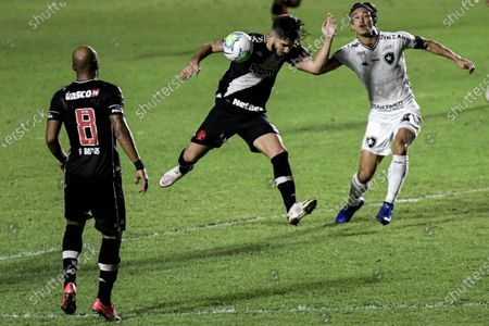 Andrey of Vasco da Gama and Keisuke Honda of Botafogo
