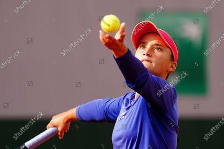 Lauren Davis of the USA practices on Suzanne Lenglen Court
