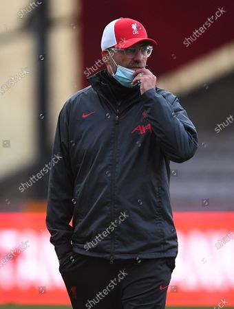Jurgen Klopp manager of Liverpool on the pitch before kick off