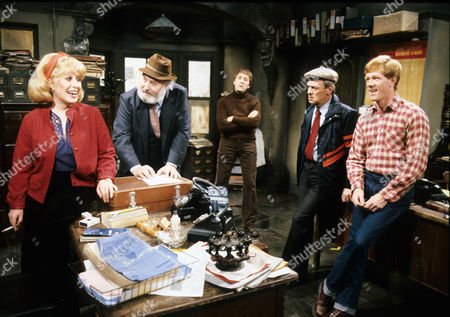 'Goodbye' Pat Ashton as Betty, Bill Maynard as The Gaffer, Fred Moffatt, Don Crann as Charlie, Russell Hunter as Harry and David Gillies as Ginger