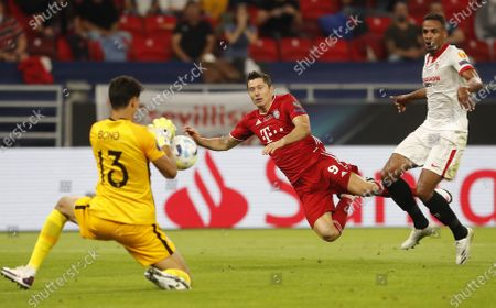 Robert Lewandowski (C) of Bayern Munich in action against goalkeeper Yassine Bounou (L) of Sevilla during the UEFA Super Cup final between Bayern Munich and Sevilla at the Puskas Arena in Budapest, Hungary, 24 September 2020.