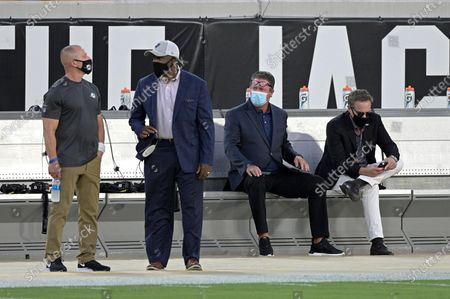Miami Dolphins special advisor Dan Marino, second from right, watches warmups before an NFL football game against the Jacksonville Jaguars, in Jacksonville, Fla