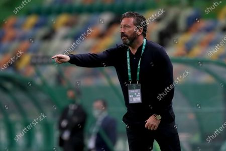Aberdeen FC's head coach Derek McInnes gesture during the UEFA Europa League third round qualifying football match between Sporting CP and Aberdeen FC at Jose Alvalade stadium in Lisbon, Portugal, on Sept. 24, 2020.