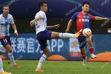Shi Zhe (R) of Qingdao Huanghai defends Xiao Zhi of Tianjin Taida during the 13th round match between Qingdao Huanghai and Tianjin Taida at the postponed 2020 season Chinese Football Association Super League (CSL) Suzhou Division in Suzhou, east China's Jiangsu Province, Sept. 25, 2020.