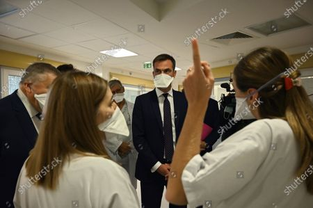 French Health Minister Olivier Veran speaks with health personal of La Timone public hospital during a visit, in Marseille, France, 25 September 2020, amid the crisis linked with the covid-19 pandemic caused by the novel coronavirus.
