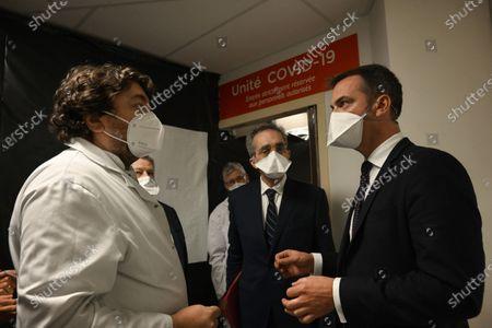 Redactionele foto van French Health Minister Olivier Veran speaks with health personal, Marseille, France - 25 Sep 2020