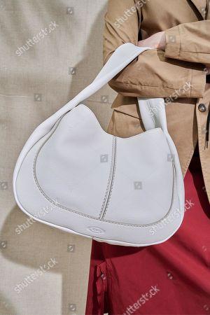 Karen Elson, bag detail