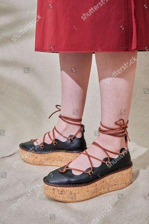 Karen Elson, shoe detail