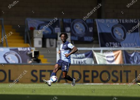 Anthony Stewart comes forward on the ball; Adams Park Stadium, Wycombe, Buckinghamshire, England; English Football League Championship Football, Wycombe Wanderers versus Swansea City.