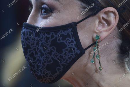 Stock Image of Tamara Falco, accessory detail