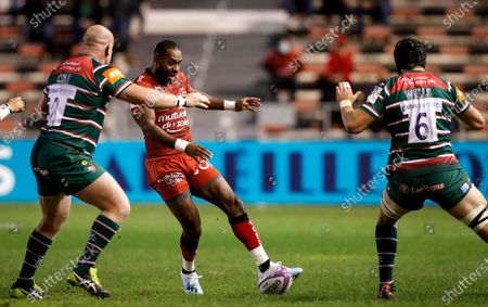 RC Toulon vs Leicester Tigers. Toulon's Daniel Ikpefan kicks past Dan Cole and Harry Wells of Leicester Tigers
