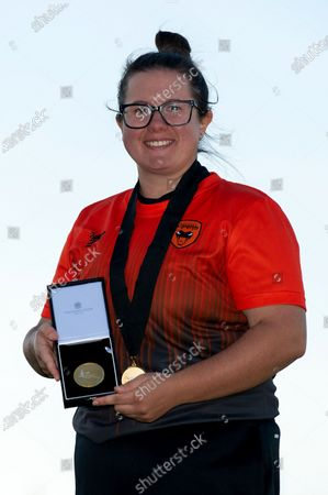Charlotte Taylor of Southern Vipers with  her Player of the match trophy