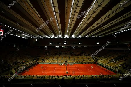 The first match ever played under the new roof on Philippe Chatrier sees David Goffin shocked in straight sets by Jannick Sinner of Italy