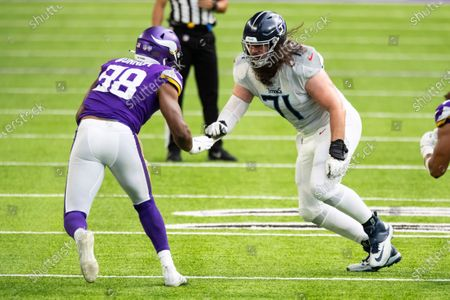 Tennessee Titans offensive tackle Dennis Kelly (71) competes against Minnesota Vikings defensive end D.J. Wonnum (98) in the second quarter during an NFL football game, in Minneapolis. The Titans defeated the Vikings 31-30