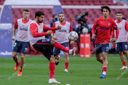 Atletico Madrid's striker Diego Costa (C) warms up prior to the Spanish Laliga soccer match between Atletico Madrid and Granada held at Wanda Metropolitano Stadium, in Madrid, central Spain, 27 September 2020.