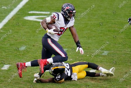 Houston Texans running back David Johnson (31) gets past Pittsburgh Steelers cornerback Mike Hilton (28) during the second half of an NFL football game in Pittsburgh