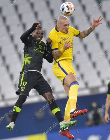Cedric Amissi (L) of Taawoun FC vies with Maicon of Al Nassr during the AFC Asian Champions League round of 16 football match between Taawoun FC and Al Nassr of Saudi Arabia at Education City Stadium in Doha, Qatar, Sept. 27, 2020.