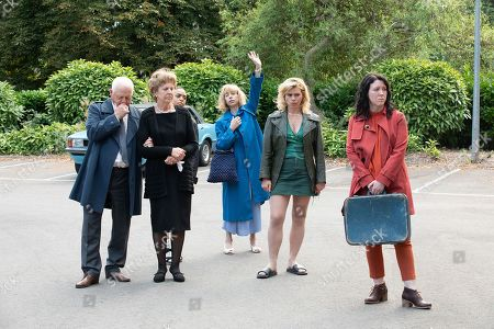 Stock Picture of Robert Pugh as Dennis, Penelope Wilton as Vivian, Rita Bernard-Shaw as Lucy, Sally Hawkins as Jane, Billie Piper as Nicola and Alice Lowe as Alice