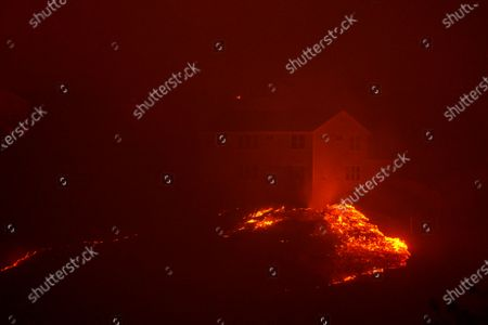 The Shady Fire impacts homes in the Skyhawk community as firefighters battle the Shady Fire on Monday, Sept. 28, 2020 in Santa Rosa, CA. (Kent Nishimura / Los Angeles Times)
