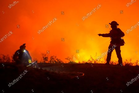 Firefighters battle the Shady Fire as it makes its way towards homes along Mountain Hawk Drive in Skyhawk Park on Monday, Sept. 28, 2020 in Santa Rosa, CA. (Kent Nishimura / Los Angeles Times)