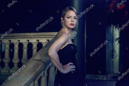 Virginie Efira as Sibyl (le psychotherapeute)
