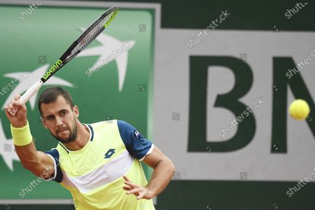 Laslo Dere of Serbia hits a forehand during his first round match against Kevin Anderson of South Africa the French Open tennis tournament at Roland Garros in Paris, France, 29 September 2020.