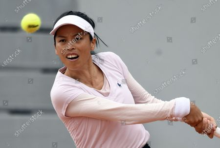 Su-Wei Hsieh of Taiwan in action against Iga Swiatek of Poland during their women's second round match during the French Open tennis tournament at Roland Garros in Paris, France, 30 September 2020.