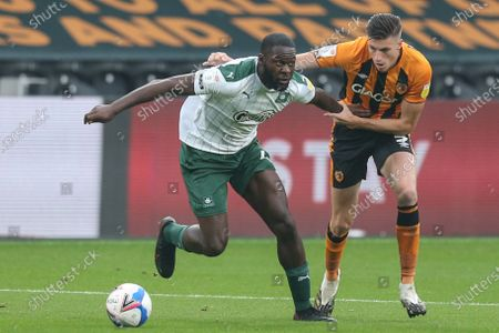 Callum Elder (3) of Hull City and Frank Nouble (7) of Plymouth Argyle challenge for the ball