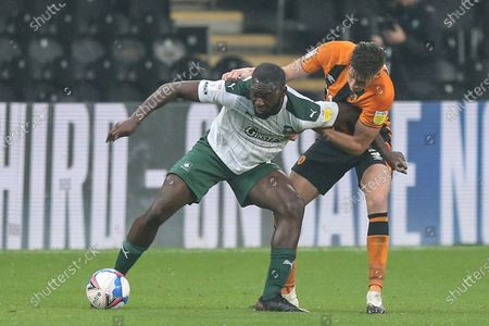 Reece Burke (5) of Hull City and Frank Nouble (7) of Plymouth Argyle challenge for the ball