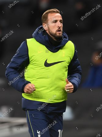 Harry Kane of Tottenham warms up during the English Carabao Cup 4th round match between Tottenham Hotspur and Chelsea in London, Britain, 29 September 2020.