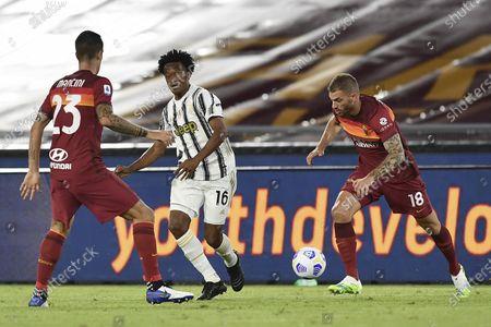 "Juan Guillermo Cuadrado Bello (Juventus)Davide Santon (Roma)           during the Italian  Serie A"" match between  Roma 2-2 Juventus  at  Olimpic Stadium  on September 27 , 2020 in Roma, Italy."