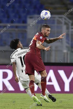 "Davide Santon (Roma) Juan Guillermo Cuadrado Bello (Juventus)           during the Italian  Serie A"" match between  Roma 2-2 Juventus  at  Olimpic Stadium  on September 27 , 2020 in Roma, Italy."