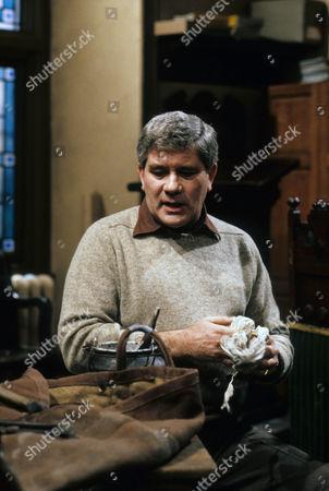 Brian Rawlinson as Matthew.