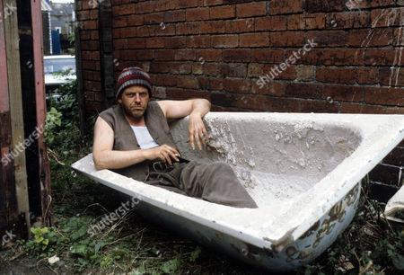 Julian Holloway as Beasley.