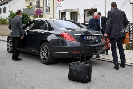 Former CTO of German carmaker Audi AG Wolfgang Hatz (2-R) arrives for a trial of the Volkswagen diesel scandal at the Stadelheim prison in Munich, Germany, 30 September 2020. German prosecutors filed charges against Stadler for fraud for the company's role in the diesel emissions scandal, also known as dieselgate. Stadler and three other defendants are accused of fraud, falsifying certifications and illegal advertising.