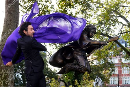 Alex Zane unveils a new statue of Harry Potter in Leicester Square which will join the eight other 'Scenes in the Square' statues already in situ.