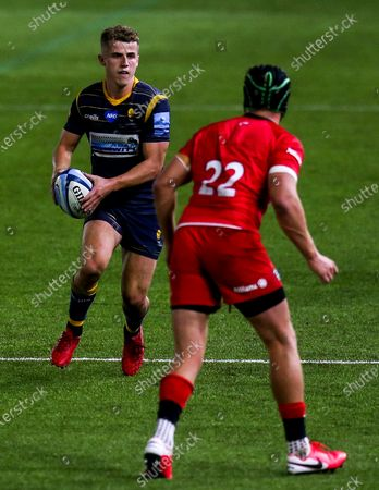 Billy Searle of Worcester Warriors takes on Harry Sloan of Saracens