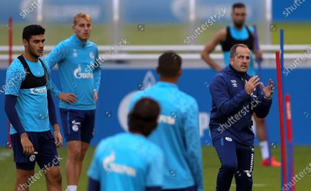 Manuel Baum (R), newly appointed head coach of German Bundesliga side FC Schalke 04, leads his team's training session at the training ground in Gelsenkirchen, Germany, 30 September 2020. Manuel Baum was previously coach of the German U18 national team, and has been approved for his new position by the German Football Association (DFB). The position of the assistant coach will be taken over by former Brazilian international and former Bundesliga player Naldo.