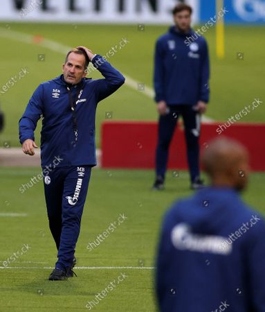 Manuel Baum (L), newly appointed head coach of German Bundesliga side FC Schalke 04, leads his team's training session at the training ground in Gelsenkirchen, Germany, 30 September 2020. Manuel Baum was previously coach of the German U18 national team, and has been approved for his new position by the German Football Association (DFB). The position of the assistant coach will be taken over by former Brazilian international and former Bundesliga player Naldo.