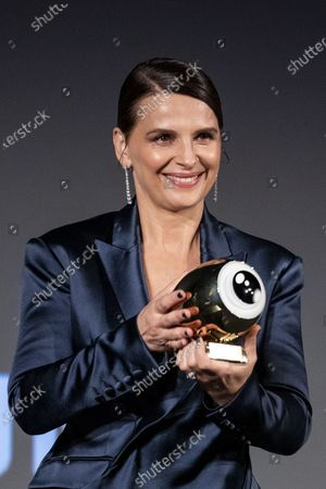 Juliette Binoche receives the golden icon award during the 16th Zurich Film Festival (ZFF) in Zurich, Switzerland, 30 September 2020.